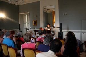 """Ingrid Thobois lisant son dernier livre """" le plancher de Jeannot"""""""